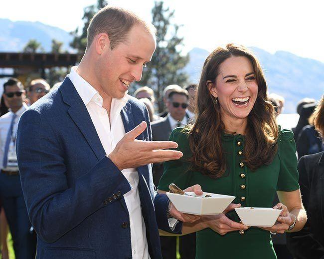 威廉和凱特出國訪問時,經常品嘗當地的美食。 (歐新社)