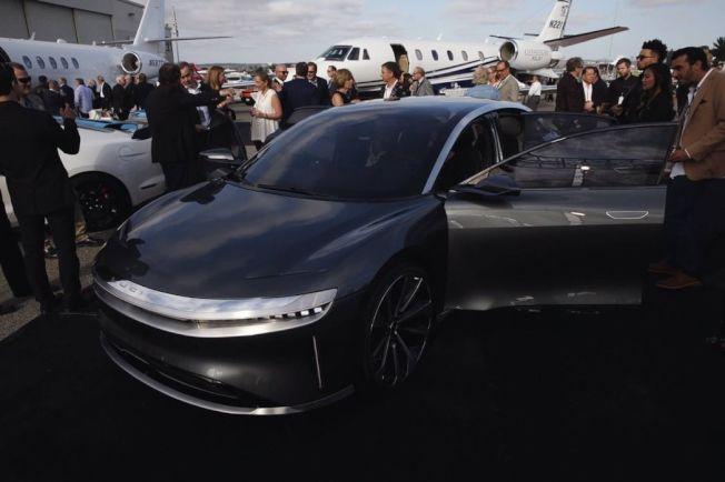 新創電動車廠Lucid Motors近日於蒙特雷汽車周以一部經過修改的Air ,來揭露旗下第二款原型車的概念。(摘自Lucid)