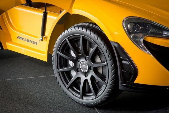 車門採上掀式設計,作工十分精緻。(摘自Car Magazine)