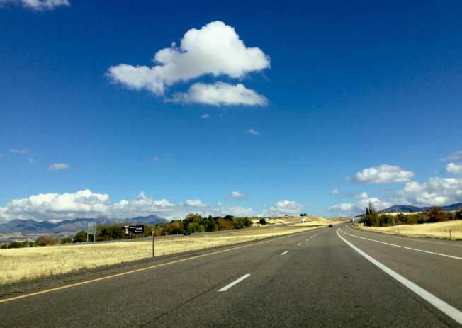 野營路上,在猶他州的州際15號公路。