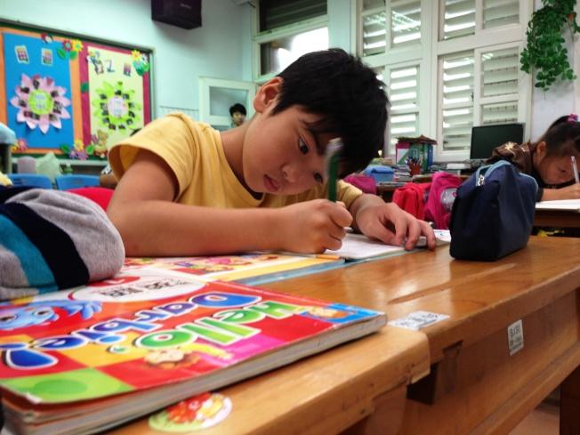 語言學習,閱讀是最重要的階梯。(本報資料照片)