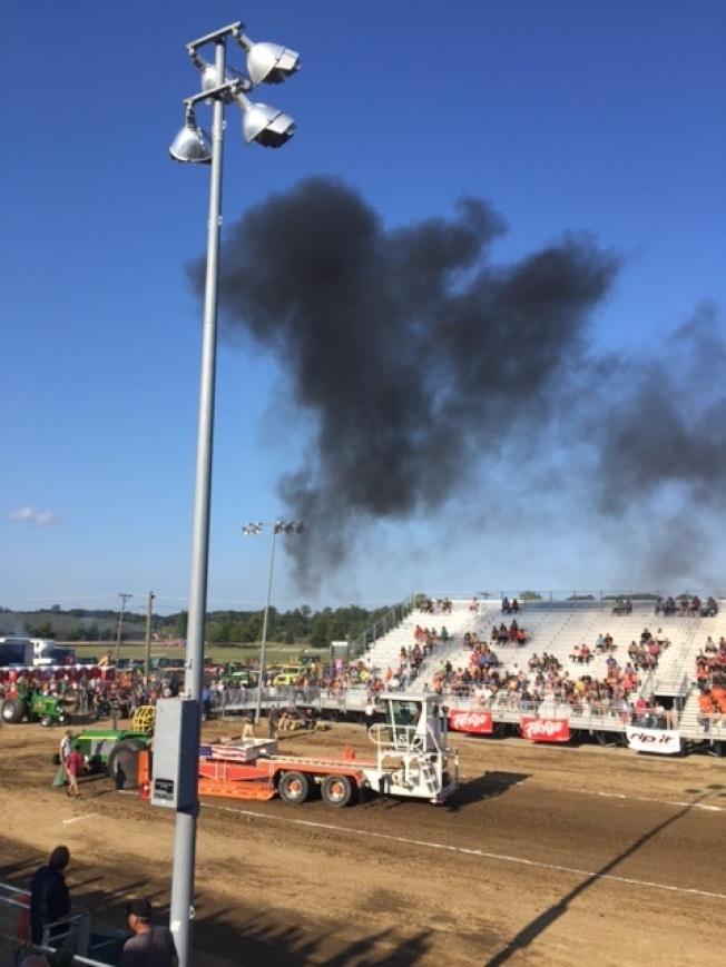 拖拉機參加的拉力賽。