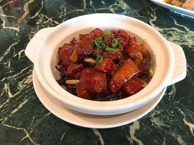 毛公紅燒肉($16.95元)紅燒肉嫩而不柴,鮮美回甘。(記者莊婷/攝影)