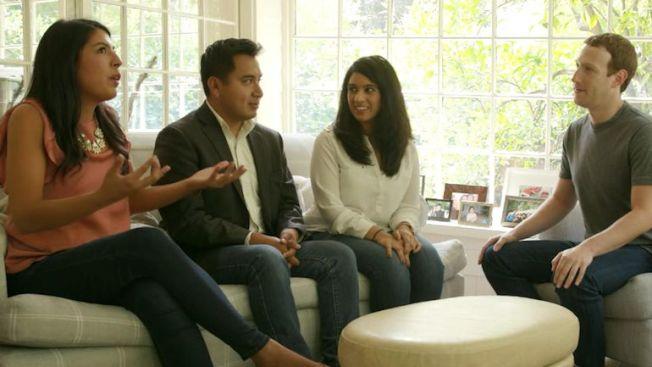 查克柏格6日在他的矽谷住家,與三名夢想生見面,並且將他們的對話,放在臉書直播,即時有110萬人收看。(取材自臉書)
