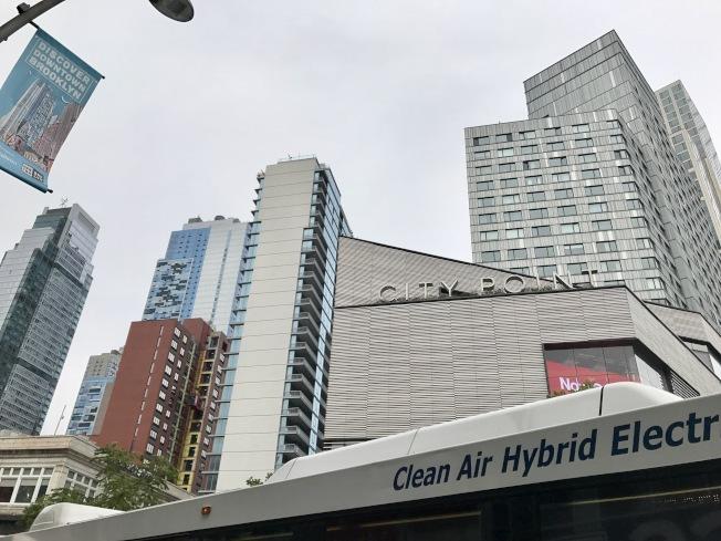 集零售和住宅綜合體的City Point計畫,近來成為布碌崙居民的購物、餐飲以及娛樂新寵。(記者俞姝含/攝影)