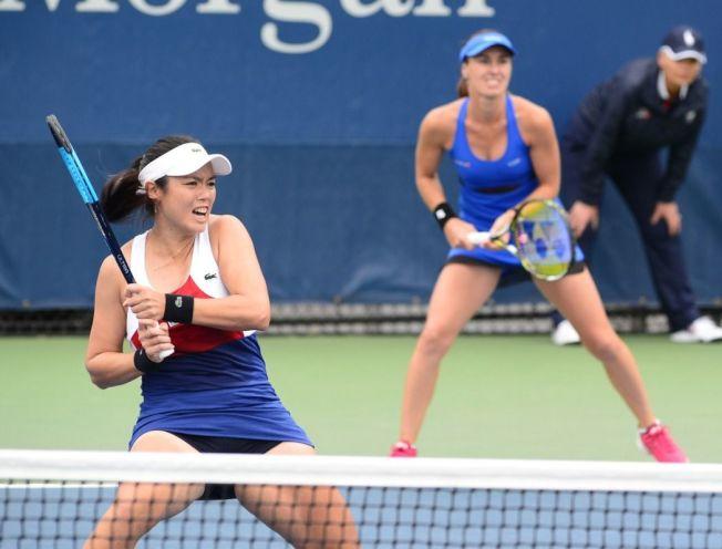 詹詠然(左)和辛吉絲搭檔,挺進女雙準決賽。 記者許振輝/攝影
