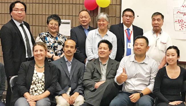 亞太裔委員會由舊金山40個非牟利服務團體組成,在華埠公布第一份研究報告。(記者李秀蘭/攝影)