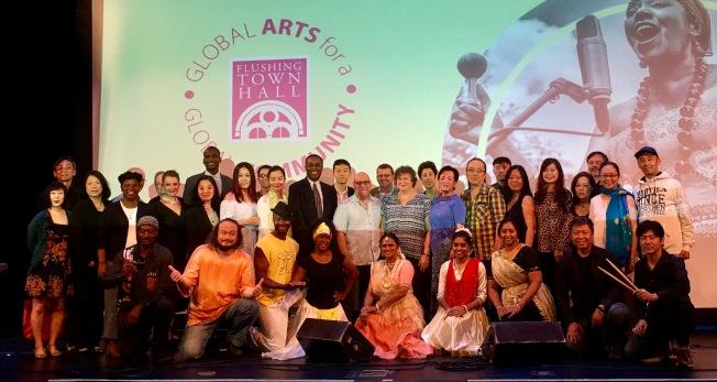 法拉盛文藝中心宣布秋季系列活動,並邀嘉賓表演。(記者朱蕾/攝影)