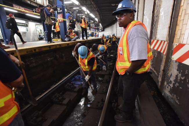 MTA數月以來重點清理鐵軌垃圾。(州長辦公室提供)