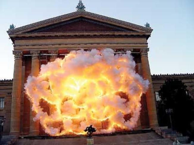 蔡國強2009年的作品「花開花落:爆破計畫」驚艷費城,今年他將在本傑明‧富蘭克林大道上再次舉行大型公共藝術展。(費城美術館提供)