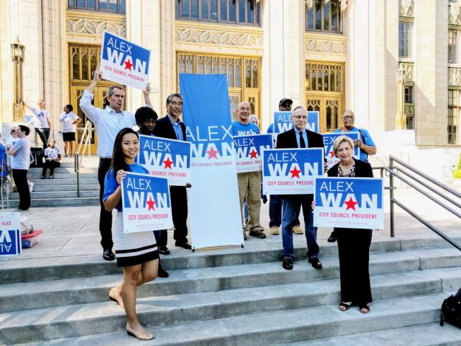 萬斯祺(左四)日前取得亞特蘭大市議長候選人資格。(萬斯祺辦公室提供)