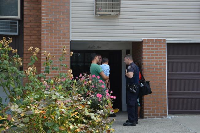 貝賽23大道一戶亞裔居民,光天化日之下遭兩名白人歹徒入室行竊。(記者牟蘭/攝影)