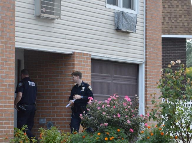 貝賽23大道一戶亞裔居民,7日白天遭兩名白男入室行竊。(記者牟蘭/攝影)