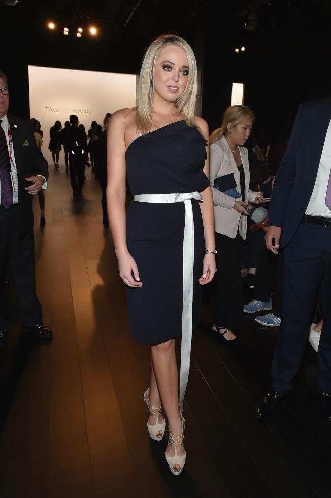 蒂芬妮‧川普9日現身王陶2018春夏時裝展,引來觀眾注目。(Getty Images)