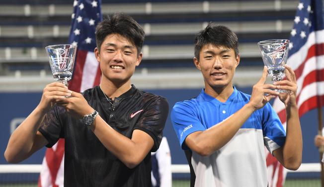 許育修(右)與吳易昺(左)贏得美網青少年男雙冠軍。(記者許振輝/攝影)