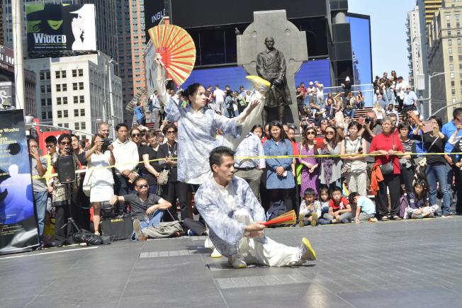 太極表演亮相時報廣場,贏得陣陣掌聲。(記者俞姝含/攝影)