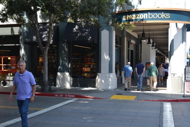 亞馬遜選擇聖荷西商圈Santana Row來開實地書店,大家很好奇它的第二總部會不會也選中這個矽谷的心臟城市。(記者張毓思/攝影)