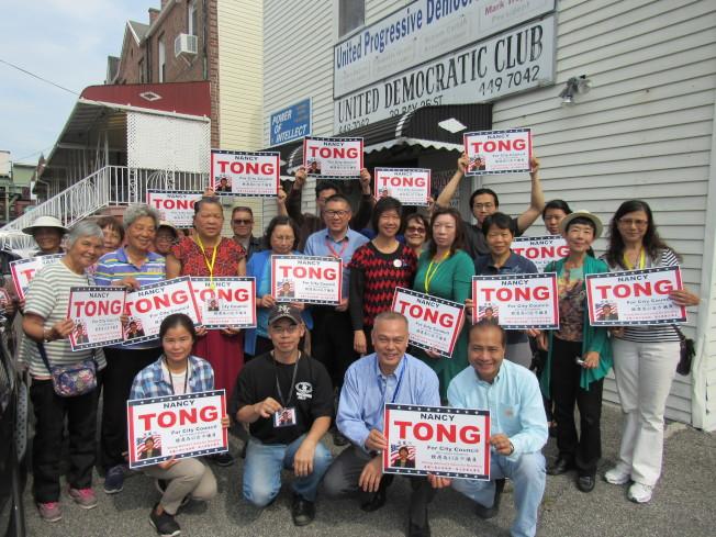 唐鳳巧在上午走訪區內三個投票站,發現人流相當少,目前已和志工返回競選總部休息。(記者顏嘉瑩/攝影)