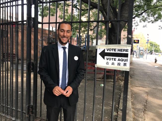 馬泰一早前往亞倫街(Allen St.)189號投票站投票。(馬泰競選團隊提供)
