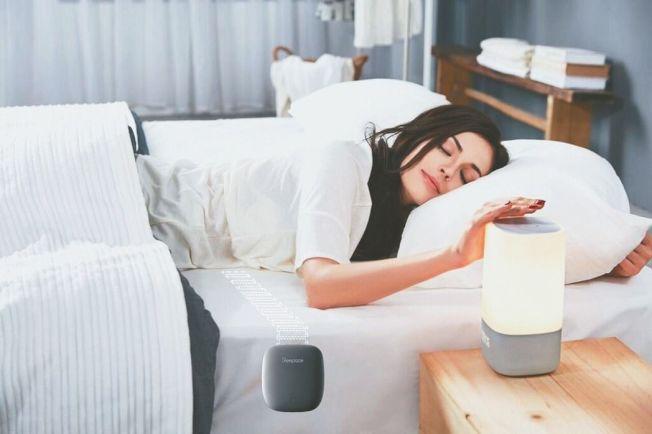 各種助眠燈和科技止鼾產品是現代人提升睡眠品質的小幫手。 威爾斯/提供