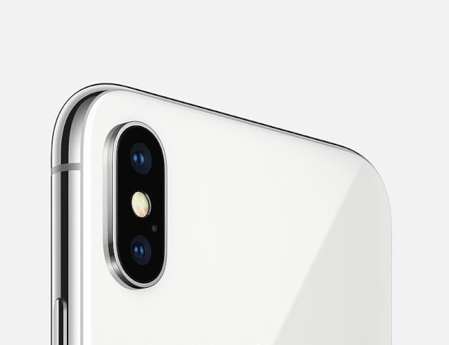 iPhoneX鏡頭改為豎起來的,更方便識別人臉。(蘋果圖片)