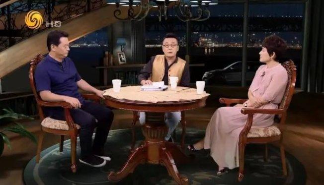 中國及香港幾檔受歡迎的談話節目先後停播,圖為「鏘鏘三人行」。(取自推特)