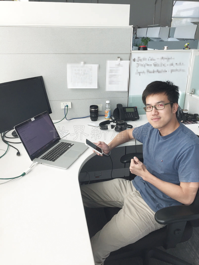 果粉Alan Tsai指出,300元的價差不小,功能也不一定適合自己,可能會選擇iPhone8。(記者李榮/攝影)