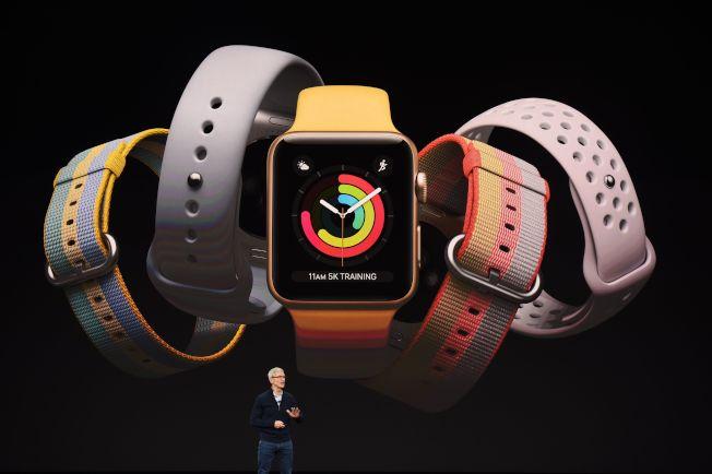 蘋果執行長庫克介紹新一代的蘋果手表。(Getty Images)