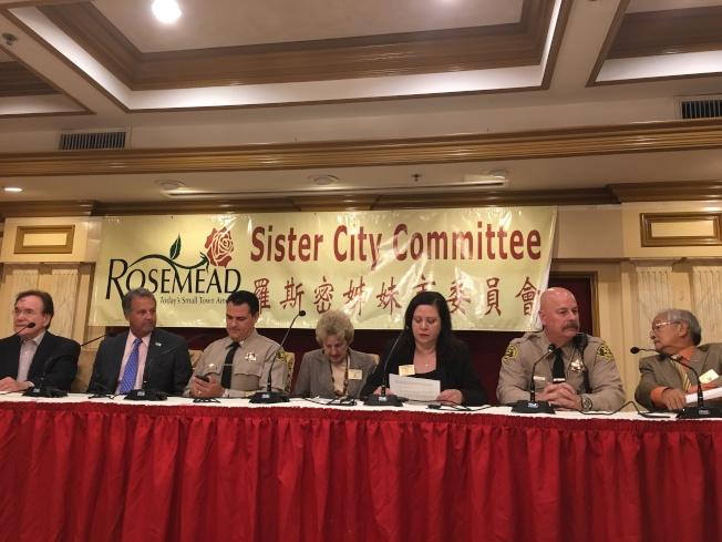 羅斯密商會與羅斯密姐妹市委員會12日上午11時30分邀請三位執法官員告知華人最新治安動態及防範措施。(記者謝雨珊/攝影)