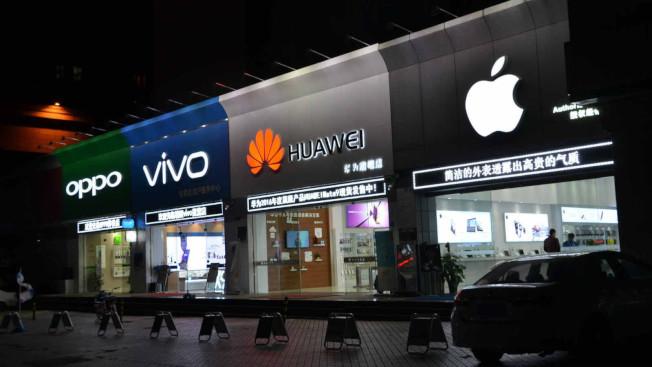 近年中國本土手機品牌崛起,瓜分蘋果市場。(取材自鳳凰網)