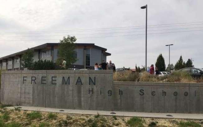 華盛頓州的佛里曼高中今天發生槍擊案。美聯社。