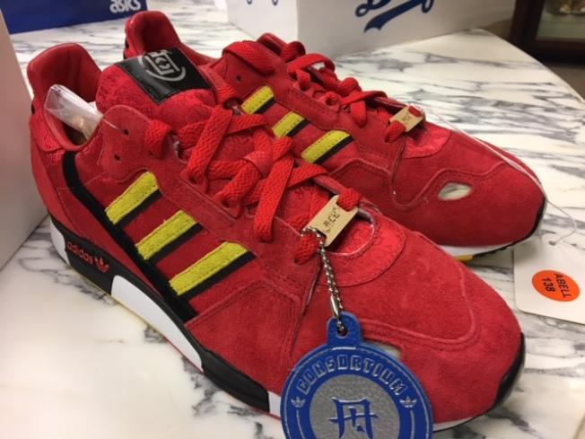 Adidas和香港明星陳冠希品牌ACU聯名推出的奧運設計款。(記者張宏/攝影)