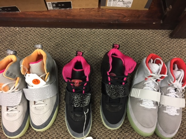 有神鞋之稱的Nike Air Yeezy系列。(記者張宏/攝影)