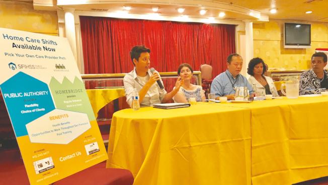 多個官方機構的代表介紹了家橋服務中心(Homebridge)的家居護理服務。(記者黃少華/攝影)