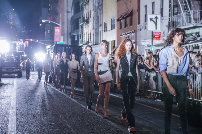 Alexander Wang品牌在布碌崙布許維克封街走秀。(取自Alexander Wang臉書)