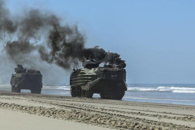 聖地牙哥潘德頓基地(Camp Pendleton)13日上午發生AAV兩棲突擊車在演習訓練中失火事件,15名陸戰隊員受傷,其中五人傷勢嚴重。(取材自海軍陸戰隊官網)