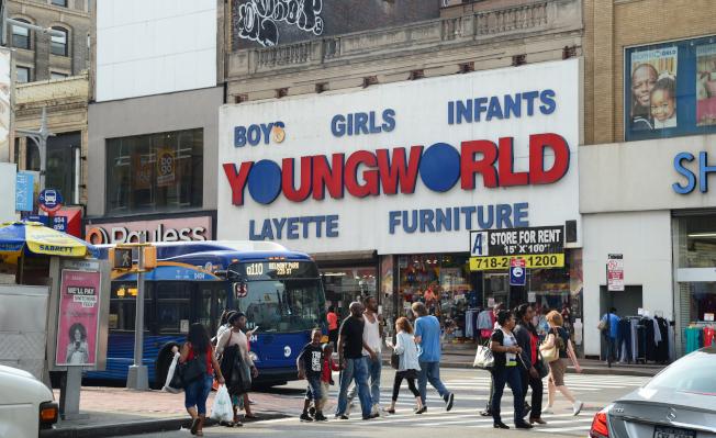 牙買加位於皇后區交通中樞,有眾多大眾化商店。(記者許振輝/攝影)