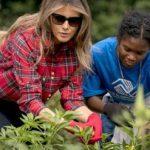 貴婦變農婦 第一夫人帶學童白宮菜園秋收