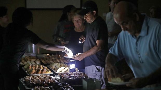 受到颶風厄瑪過境影響,逾四成佛州居民仍無電可用。(Getty Images)