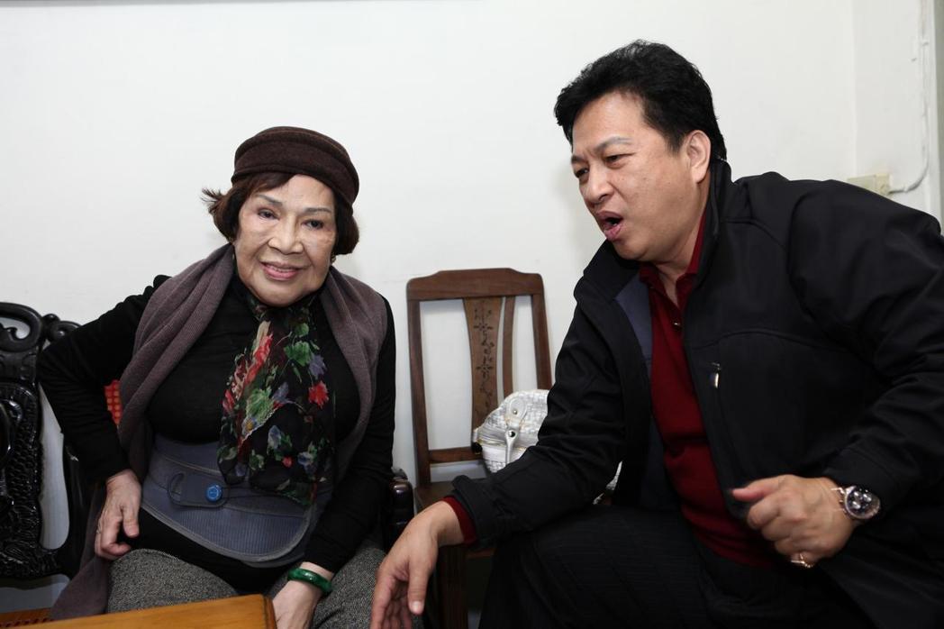周遊(左)與老公李朝永(右)曾很恩愛。圖/公視提供