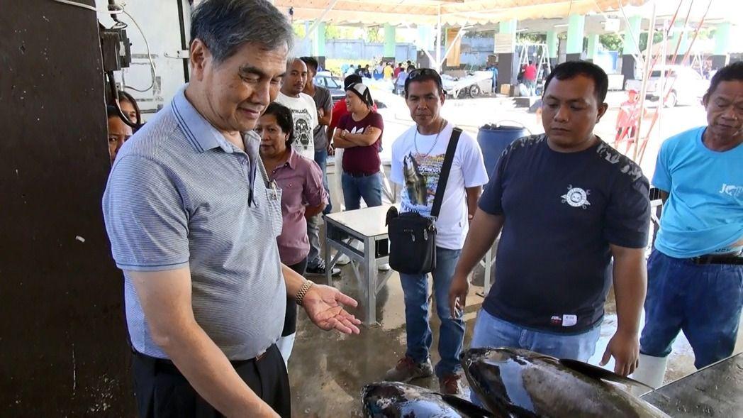 原本在台經營藥房的邱福,1981年在菲國南部聖托斯將軍市漁村看見滿地鮪魚,決心來菲開發鮪魚出口市場,經過30多年努力,成為當地「生魚片級」鮪魚大王。(中央社)