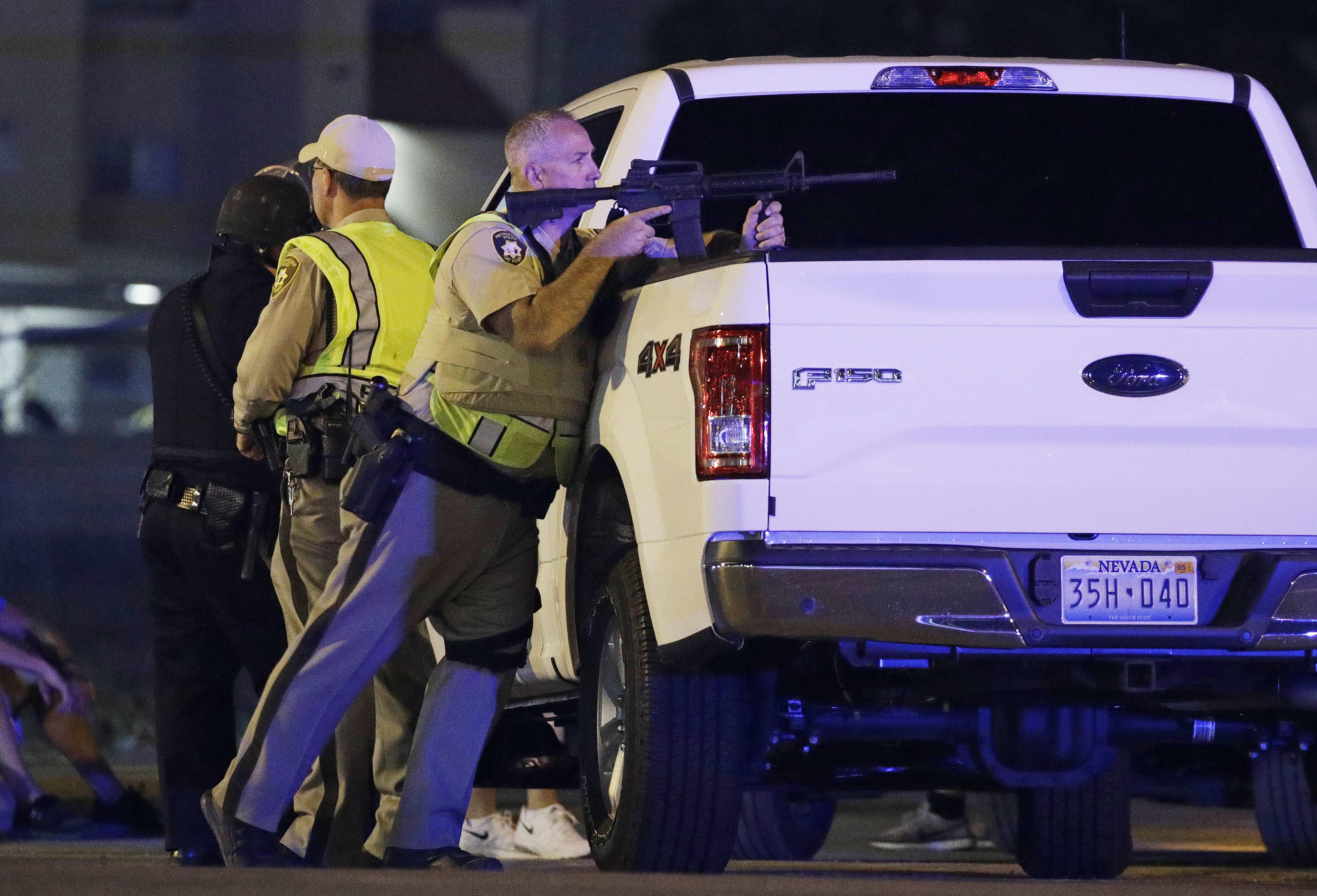 賭城拉斯維加斯驚傳重大槍擊案,槍手在Route 91 Harvest鄉村音樂節上持機關槍濫射。(美聯社)