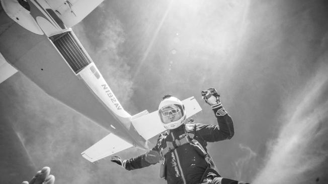 4000米高空跳下的前3秒,大腦都會一片空白。(取材自華西都市報)
