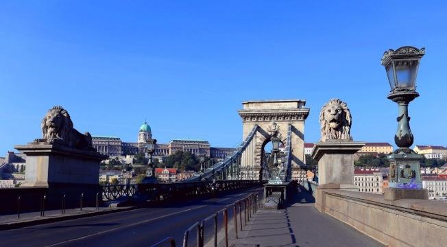 連接布達和佩斯的塞切尼鏈橋。