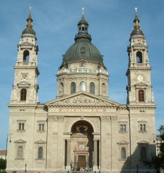 布達佩斯著名的聖史蒂芬大教堂。