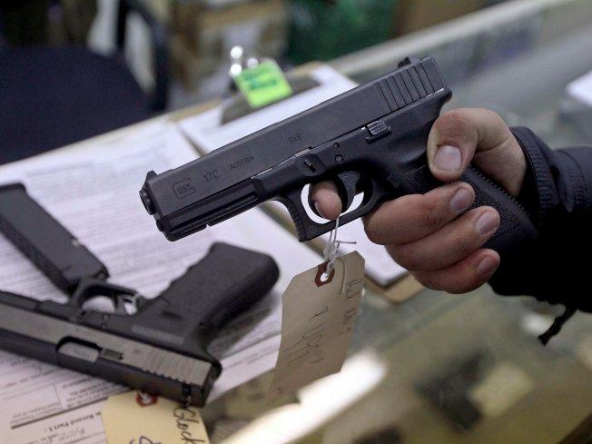 數據顯示,美國的「槍枝暴力」每年讓美國人花費的醫藥費達到28億元。(路透)