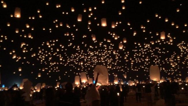 今年賭城天燈節民眾踴躍參加為大道傷者祈福。(天燈節慶網站)