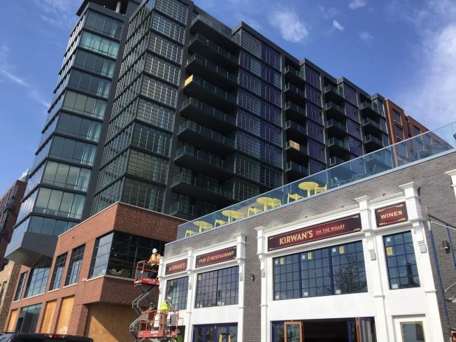 碼頭旁新建濱河景觀餐廳和高檔旅館、公寓,有國家港灣多功能休閒住家功能,但近華府心臟的地利,國家港灣絕對無敵。(特派員許惠敏/攝影)