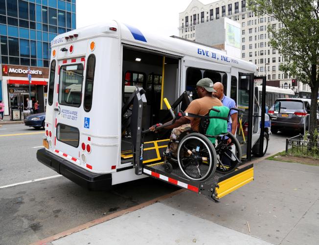 「殘障專車」使用者只有不到15%坐輪椅。(取自DOT網站)