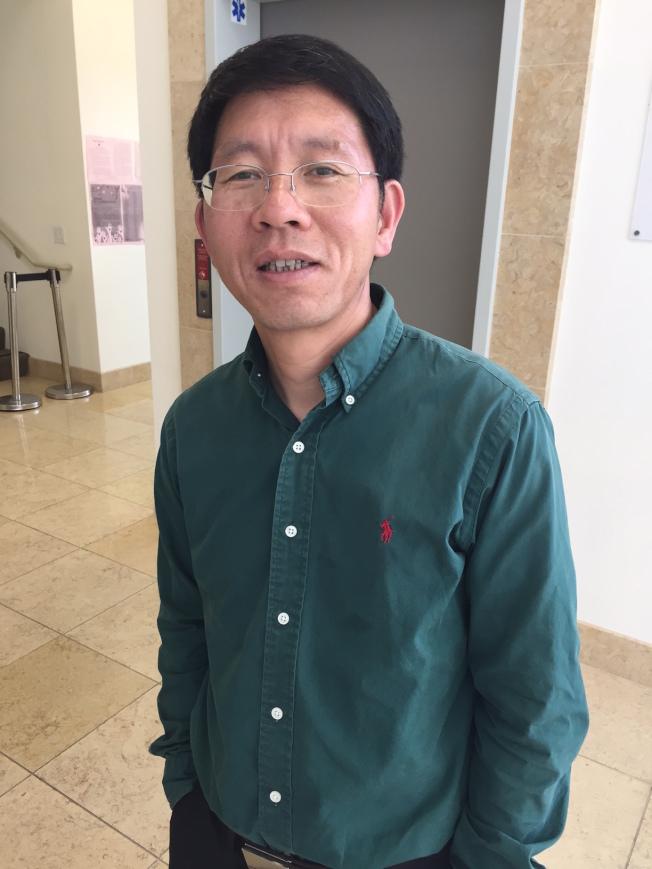 腫瘤科醫師潘明桂呼籲華人登記成為骨髓捐贈者。(記者李榮/攝影)